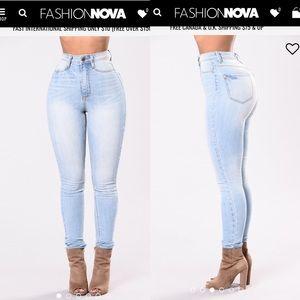 Fashion Nova Highwaist Jeans